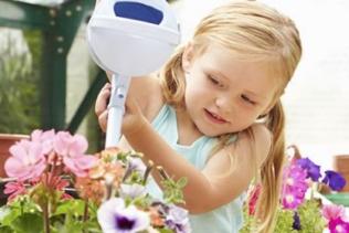 Cet après-midi, c'est jardinage avec Lily !...
