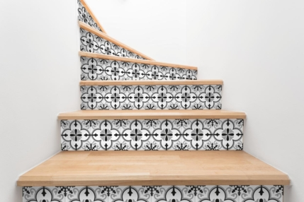 Carrelage adhésif escalier